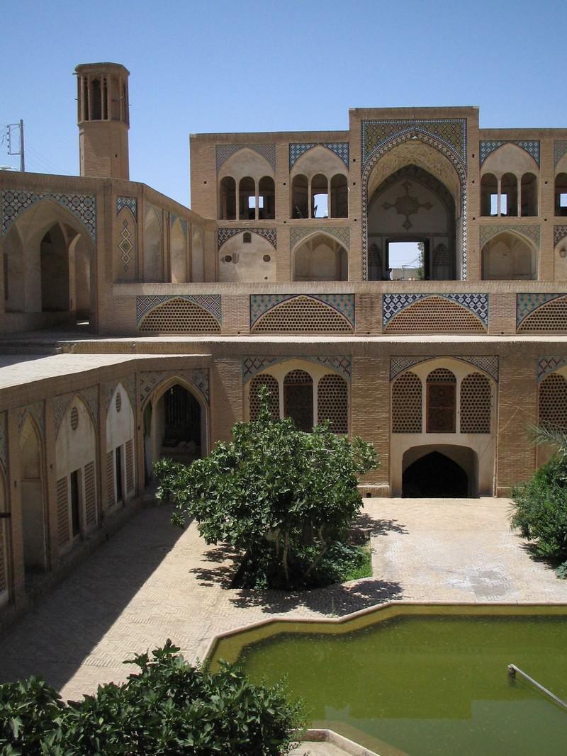 مسجد-و-مدرسه-آقا-بزرگ_76