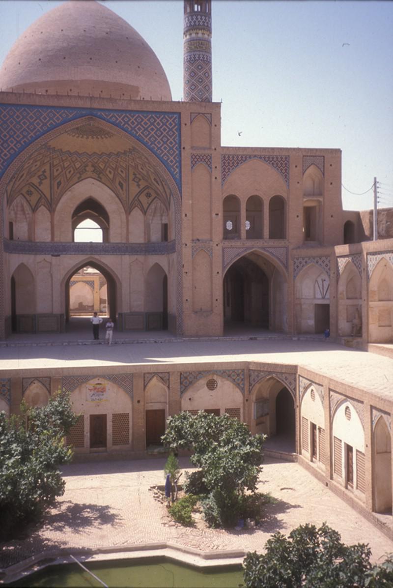 مسجد-و-مدرسه-آقا-بزرگ_73