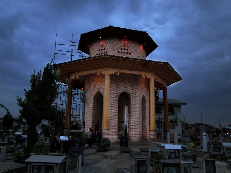 آرامگاه-میرزاکوچک-خان-تریپ-با-ما-(3)