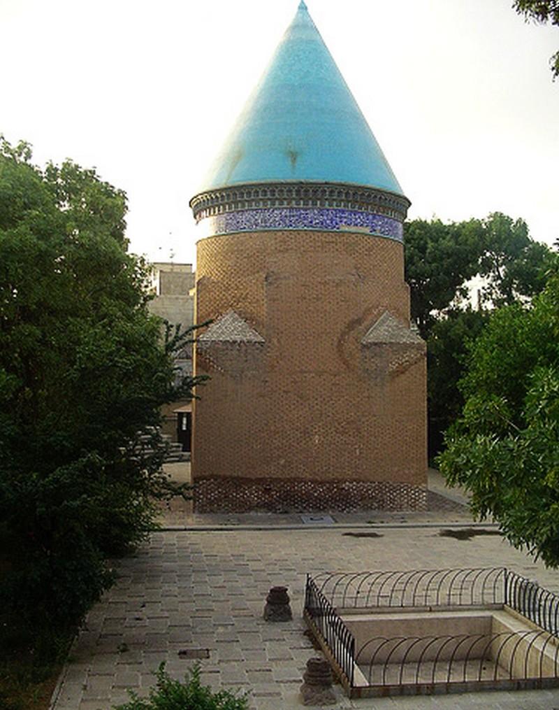 آرامگاه-حمدالله-مستوفی_1