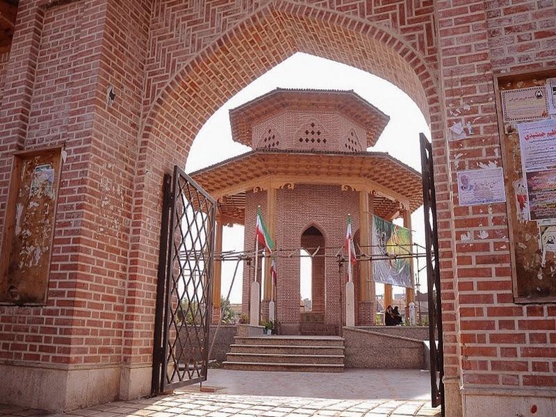 آرامگاه-میرزاکوچک-خان-تریپ-با-ما-(4)